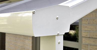 Pergola sur mesure en alu avec toit rigide stores for Combien coute une pergola
